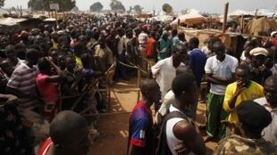 Camp de déplacés à l'aéroport international Mpoko de Bangui. 12 février 2014.