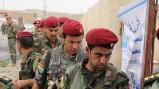 Os combatentes peshmergas 5aqui; durante o referendo do dia 25 de setembro) se preparam para uma ofensiva contra o Exército iraquiano