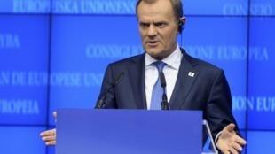 Premiê polonês, Donald Tusk, anuncia acordo sobre a recapitalização dos bancos europeus.