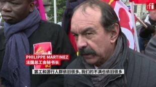 法国总工会秘书长在12月10日的巴黎游行现场