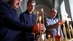 Александр Лукашенко, его сын Николай и Владимир Путин в Валаамском монастыре, 17 июля 2019