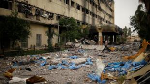 Les décombres de l'hôpital al-Salam, le 2 mai, après la rude bataille qui a opposé les forces irakiennes aux combattants du groupe EI à l'est de Mossoul.