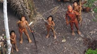 As tribos isoladas estão cada vez mais ameaças, alerta a Survival International.