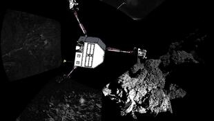 """Primeira imagem panorâmica do cometa """"Tchouri""""."""
