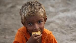 Ashraf, aged 4 years old, eats bread at the Al Mujahid Army Relief Campin, in Sukkur, Sindh province. 25 August.