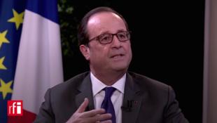 Rais wa Ufaransa, Francois Hollande, wakati akihojiwa na kituo cha RFI/ TV 5 na France24. 15 Novemba 2016.