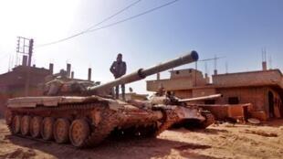 Un char de l'armée syrienne près de la ville de Deir Ezzor, le 12 novembre 2016.