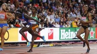 Tori Bowie hurled herself at the finishing tape in the women's 100m final.