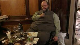 Ed Motta, em turnês em Paris com o CD AOR, é m especialista em vinhos franceses.