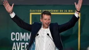 Во Франции список «Европа Экология Зеленые» во главе с бывшим активистом «Гринписа» Янником Жадо уверенно занял третье место