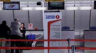 Balcão da Turkish Airlines no aeroporto JFK  em Nova Iorque
