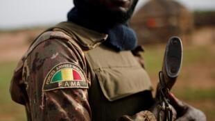 Un soldat des Forces armées maliennes (FAMa), photographié le 29 juillet 2019