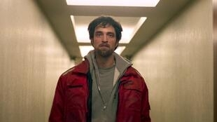 Robert Pattinson as Constantine in Good Time directed by Joshua and Benny Safdie, 2017