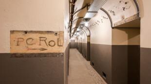 Надпись «командный пункт Роль» в бункере под музеем освобождения Парижа