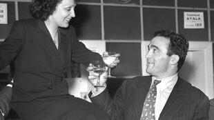 Edith Piaf và Marcel Cerdan tại nhà hát Club des Cinq- Paris. Ảnh ngày 17/03/1948.