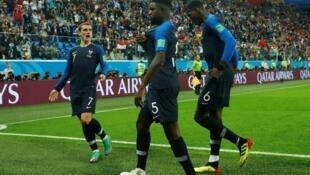 当晚法国队球员庆祝进球资料图片