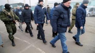 Сепаратисты передают Киеву пленных в рамках обмена 29 декабря 2019 года