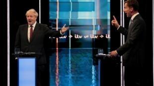 Boris Johnson (T) và Jeremy Hunt, hai ứng viên đảng Bảo Thủ Anh, tranh luận trên truyền hình ngày 09/07/2019