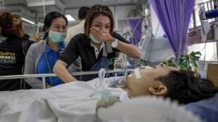 泰国枪手屠杀29人遭击毙  遇难亲属悲痛欲绝         2020年2月8日