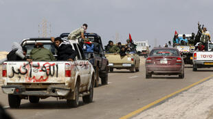 Rebel fighters flee after soldiers on the Benghazi-Ajdabiyah road near Ajdabiyah, 21 March 2011