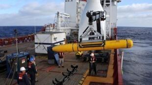 O navio da marinha australiana Ocean Shield participou das operações de busca