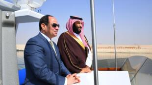 O presidente do Egito, Abdel Fattah al Sisi e o príncipe saudita Mohammed bin Salman em visita ao Canal de Suez, 5 de março de 2018