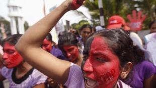 No Sri Lanka, mulheres comemoram o Dia Internacional das Mulheres com uma passeata contra violência doméstica e estupros no país.