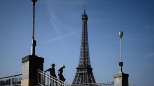 В Париже в четверг, 25 июля, столбик термометра впервые в истории превысил отметку в 41 градус.