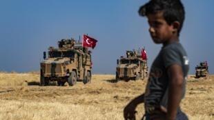 Турецкий военный конвой патрулирует северо-восток Сирии, 4 октября 2019 г.