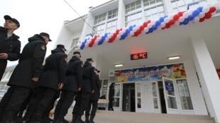 Российские моряки выстроились в очередь перед избирательным участком в Севастополе, 18 марта 2018 г.