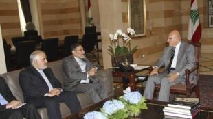 Премьер-министр Ливана Таммам Салам (справа) встречается с директором национального совета безопасности Али Шамхани (в центре) по вопросу военной помощи Ирана. Бейрут 30/09/2014