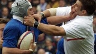 Olivier Magne with English prop Julian White during the Six Nations tournament in 2001
