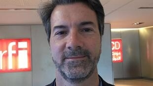 """""""Ruas vão definir cenário político"""", diz Carlos Milani, professor da UERJ."""