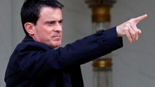 Большинство французов полагает, что правительству в битве с терроризмом нужна поддержка со стороны оппозиции. На фото -- премьер Манюэль Вальс