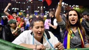 Manifestation à Bucarest contre le projet de loi qui prévoyait de gracier certains condamnés pour faits de corruption, le 3 mai 2017.