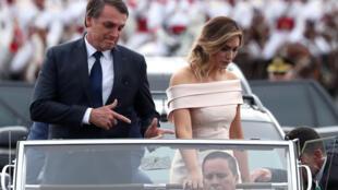 Tân tổng thống Brazil Jair Bolsonaro cùng vợ trong lễ nhậm chức tại thủ đô Brasilia, ngày 01/01/2019.