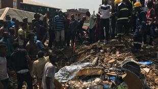 Rescuers on site at the scene of the building collapse on Lagos Island, Nigeria