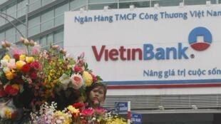Một chi nhánh của ngân hàng Vietinbank tại Hà Nội. Ảnh chụp ngày 13/12/2012.