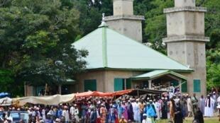Les habitants du village natal de Mamoudou Barry sont venus en nombre assister à la cérémonie d'inhumation, le lundi 5 août.