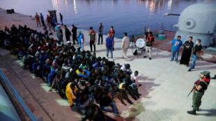 利比亚一个海军基地的获救难民 2017年11月4日