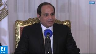 Presidente egípcio Al-Sissi durante entrevista à rádio Europe 1, nesta terça-feira.