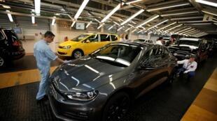 Une ligne d'assemblage de l'usine Volkswagen de Palmela au Portugal (image d'illustration).