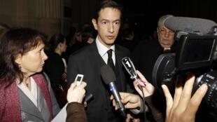 Представитель французского отделения организации саентологов в здании парижского Дворца юстиции 3 октября 2011 года