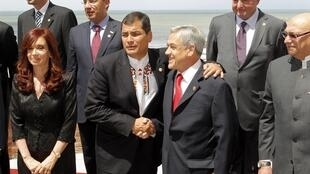 President of Ecuador Rafael Correa shakes hands with his Chilean counterpart Sebastián Piñera
