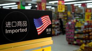 Hàng nhập từ Mỹ tại một siêu thị Thượng Hải, Trung Quốc. Ảnh 03/04/2018.