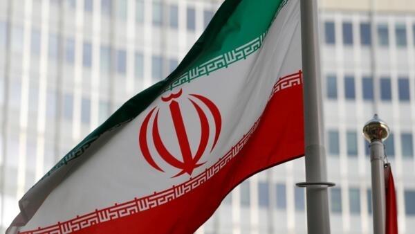 Bandeira iraniana em frente à Agência Internacional de Energia Atômica (AIEA) em Viena. Em 4 de março de 2019.
