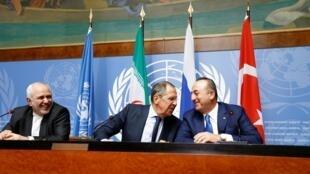 Trois ministres des affaires étrangères à Genève, le 29 octobre : l'Iranien Mohammad Javad Zarif, le Russie Serguei Lavrov et le Turc Mevlut Cavusoglu.