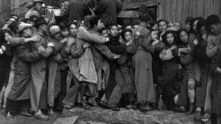 布列松名作《上海淘金》直到今天都是大家知曉的名作