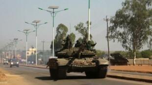 Un tanque circula en Juba, este 16 de diciembre de 2013.