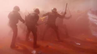В Барселоне произошли столкновения между местной полицией и сторонниками независимости